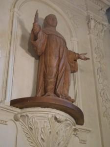 Statue d'un moine