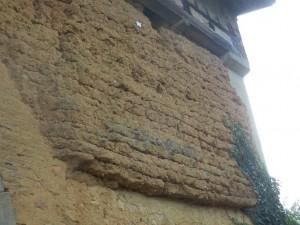 """Mur du rampart en terre crue ou """"bauge"""""""